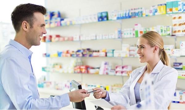 Consumidor aumenta gastos, e faturamento de farmácias dispara