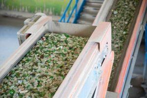 Decreto para reciclagem do vidro preocupa setor de bebidas