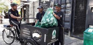 Startup garante reciclagem de vidros e carteira assinada a catadores.