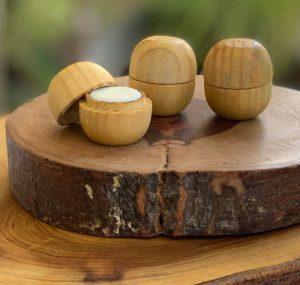 UNevie lança perfumes sólidos em embalagem de madeira!