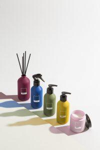L'envie e Pantone lançam Home spray, difusor de perfumes com varetas, sabonete líquido e vela perfumada