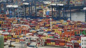 China fecha parcialmente 3º porto mais movimentado do mundo